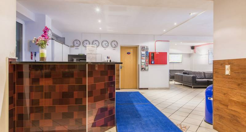 a o k ln hauptbahnhof in keulen aanbiedingen hotel specials. Black Bedroom Furniture Sets. Home Design Ideas