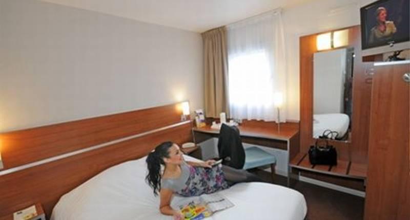 hotel kyriad porte d 39 ivry in ivry sur seine aanbiedingen. Black Bedroom Furniture Sets. Home Design Ideas